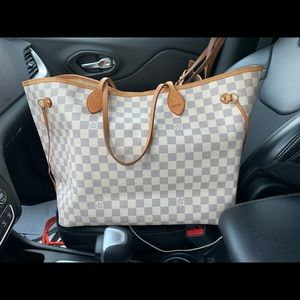AUTHENTIC!! Louis Vuitton Neverfull GM w/ insert!!